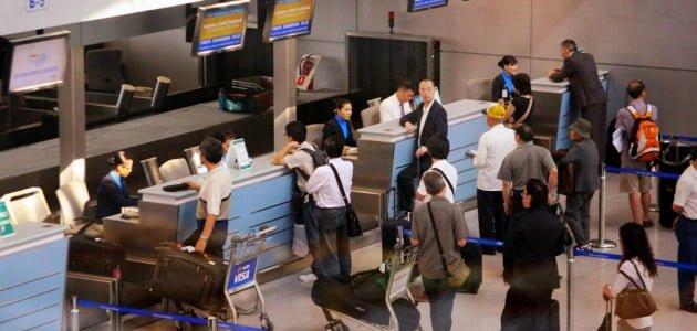 Làm thủ tục cho chuyến bay đi quốc tế