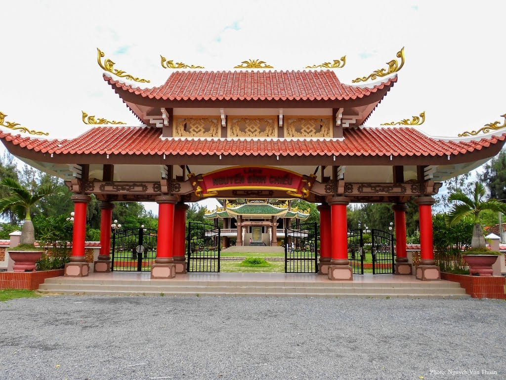 Di tích khu lăng mộ và nhà lưu niệm Nguyễn Đình Chiểu