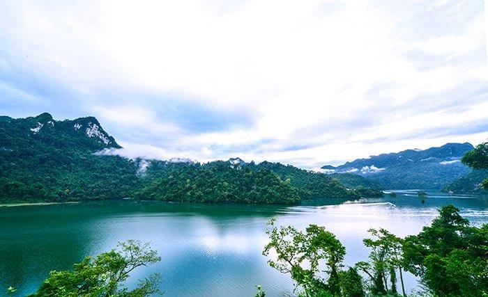 Hồ Ba Bể Bắc Kạn (ảnh: internet)