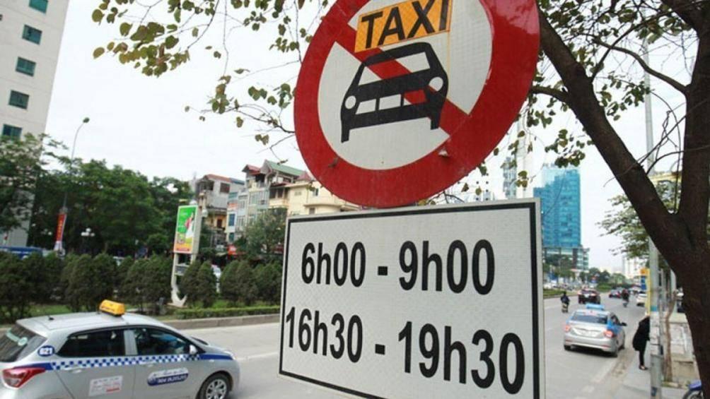 Hà Nội cấm taxi và xe hợp đồng dưới 9 chỗ trên 11 tuyến đường