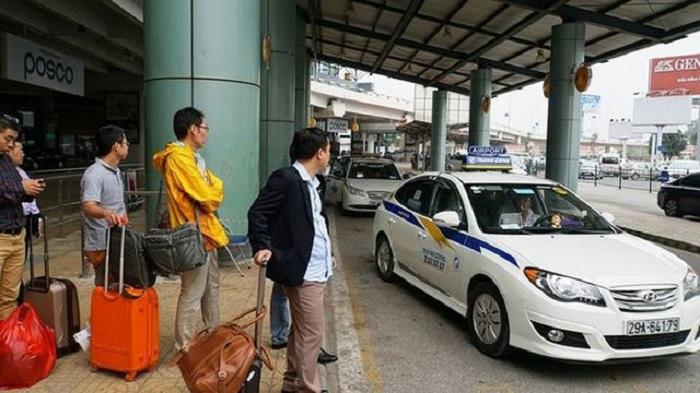 Taxi tuyền thống tại sân bay Nội Bài
