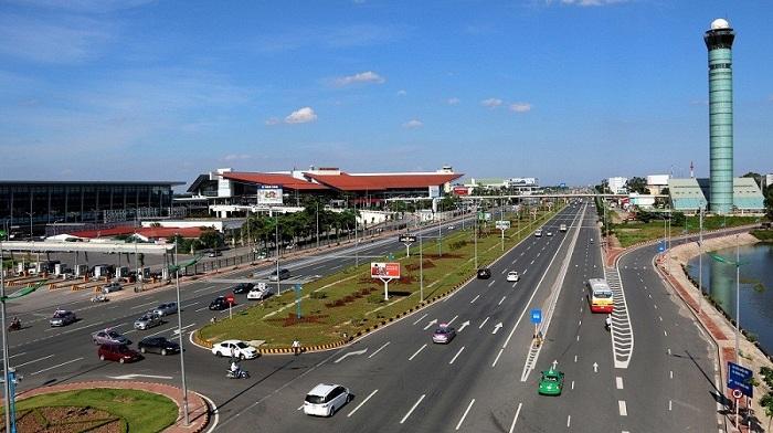 Lối thoát ra bãi gửi xe sân bay Nội Bài