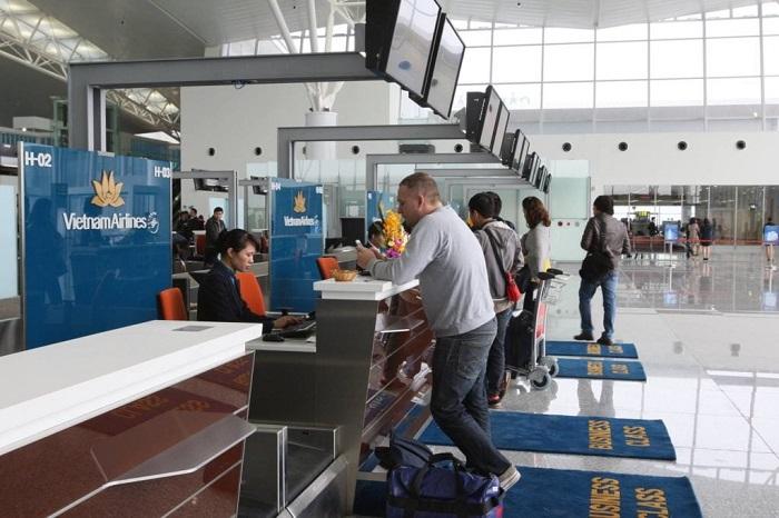 Làm thủ tục hành lý tại sân bay Nội Bài