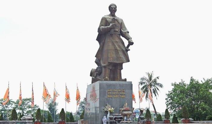 Tượng đài Trần Hưng Đạo, Nam Định
